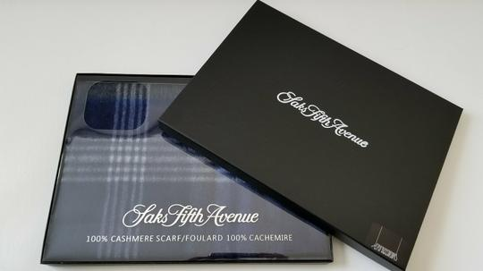 Saks Fifth Avenue NEW boxed 100% Cashmere Wool Fringe Soft Scarf Exploded Plaid Scarf Image 5