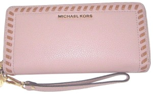 Michael Kors Mk Zip Around Leather 190864509266 Wristlet in Fawn