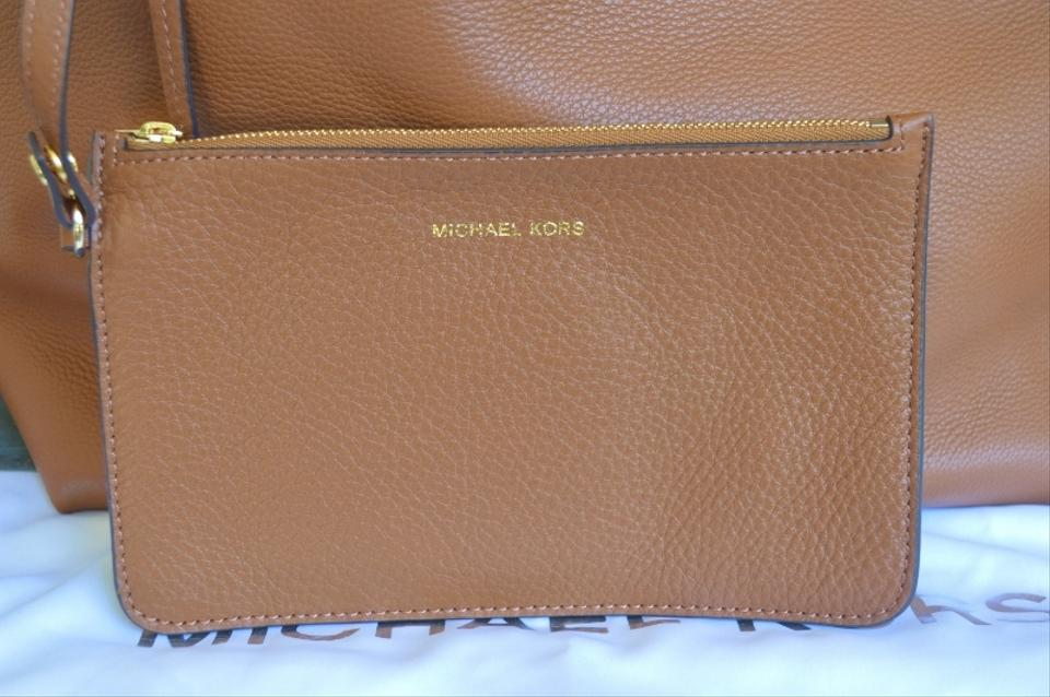 7da953f34802 Michael Kors Izzy Reversible Leather New Womens Designer Tote in Brown/Red  Image 11. 123456789101112