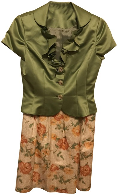 Item - Green and Multi Color Spring/Summer Skirt Suit Size 8 (M)