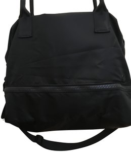 Lululemon Lightweight Convenient Roomy Durable Water-repellant Tote in Black
