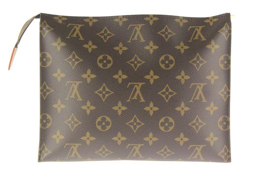 Preload https://img-static.tradesy.com/item/22893812/louis-vuitton-monogram-toiletry-pouch-26-cosmetic-bag-0-4-540-540.jpg