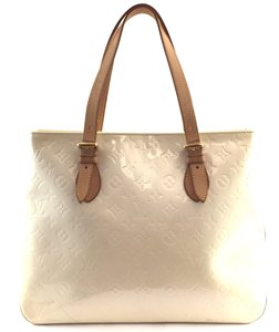 Louis Vuitton Tote in creamy