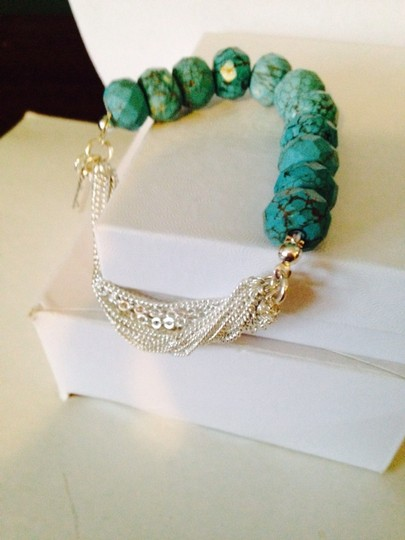 Kenneth Cole NWOT Faceted Turquoise Stone & Multi Strand Silver-Tone Chain Stretch Bracelet Image 3