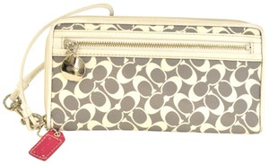 Coach Wristlet in grey