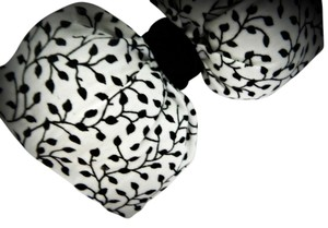 Stuffed hair bow made in printed fabric finished with black velvet ribbon.