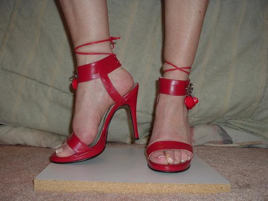 Earnest Sewn Vintage Heel Pin Decoration Red Sandals Image 2