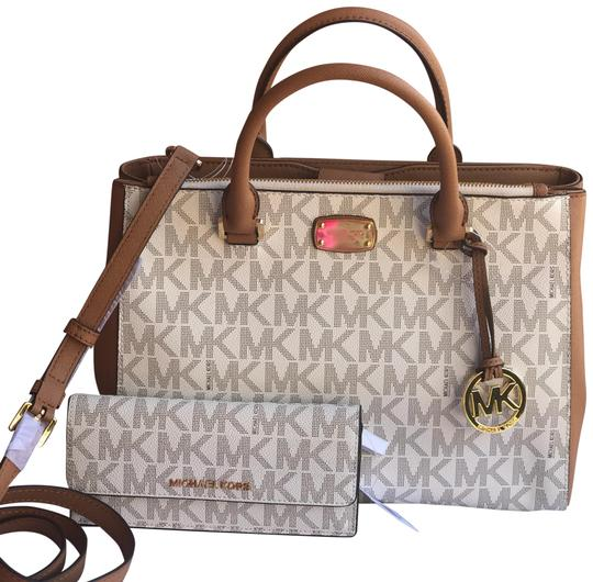 Preload https://img-static.tradesy.com/item/22900585/michael-kors-signature-pvcleather-kellen-medium-in-acorn-wallet-vanilla-acorn-pvc-leather-satchel-0-1-540-540.jpg