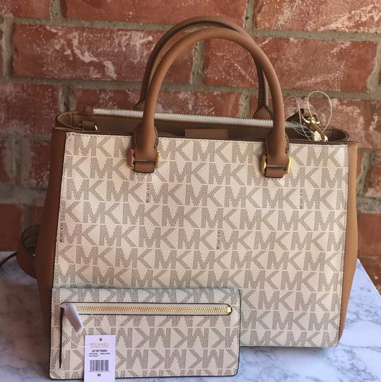 Michael Kors Satchel in vanilla/ acorn