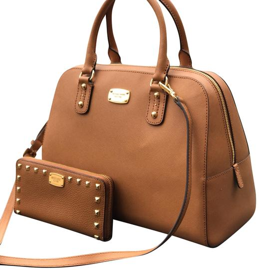 Preload https://img-static.tradesy.com/item/22901296/michael-kors-large-satchelcrossbody-wallet-set-luggage-brown-leather-satchel-0-5-540-540.jpg