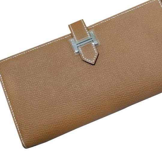 Preload https://img-static.tradesy.com/item/22901392/hermes-new-bearn-soufflet-bi-fold-long-epsom-leather-gold-stamp-t-stamp-wallet-0-5-540-540.jpg