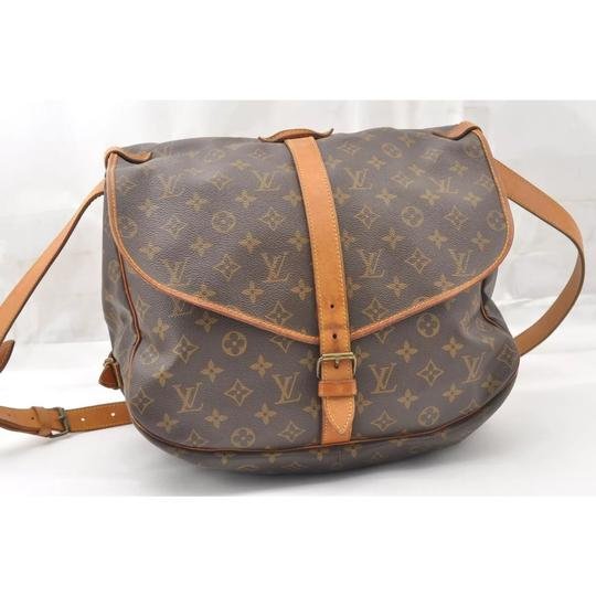 Preload https://img-static.tradesy.com/item/22901579/louis-vuitton-saumur-35-cross-body-bag-0-9-540-540.jpg