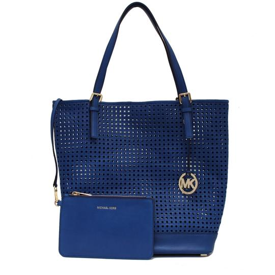 Preload https://img-static.tradesy.com/item/22902332/michael-kors-bridget-large-perforated-shopper-with-pouch-sapphire-blue-leather-tote-0-3-540-540.jpg