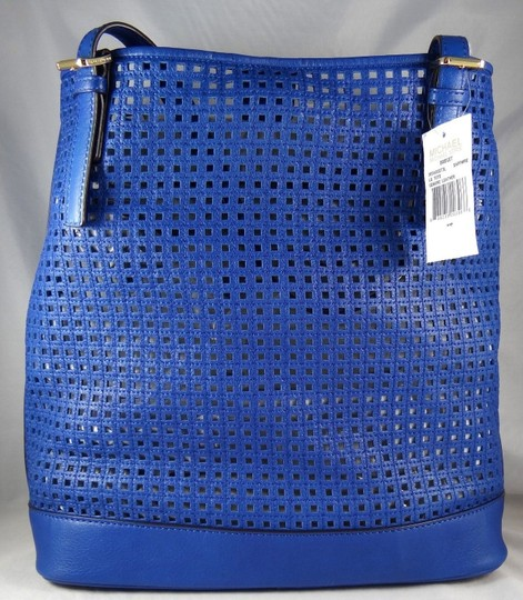 Michael Kors Perforated Shoulder Make Up Wristlet Beach Tote in Sapphire Blue