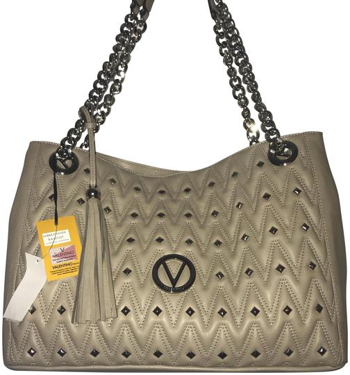 Preload https://img-static.tradesy.com/item/22904051/valentino-mario-quilted-beige-leather-tote-0-2-540-540.jpg