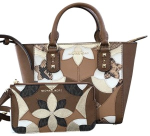 Michael Kors Mk Saffiano Leather Patchwork Spring Mothers Day Satchel in luggage