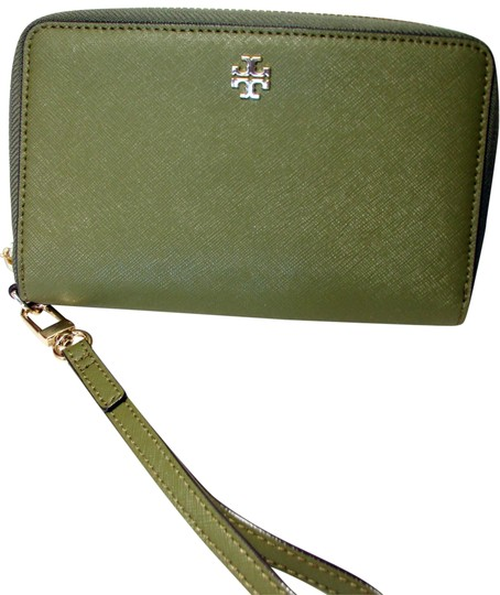 Preload https://img-static.tradesy.com/item/22904407/tory-burch-green-olive-robinson-zip-around-smartphone-wallet-0-1-540-540.jpg