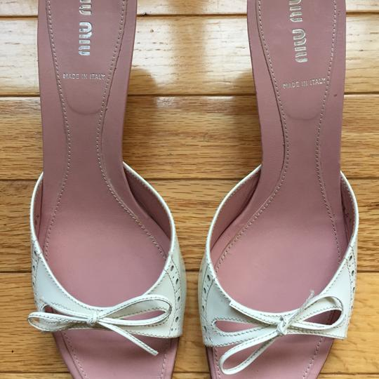 Miu Miu Patent Leather Kitten Heels Bow Brogue Pink Insoles White Sandals Image 1
