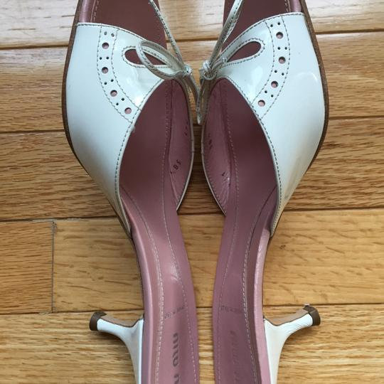 Miu Miu Patent Leather Kitten Heels Bow Brogue Pink Insoles White Sandals Image 4