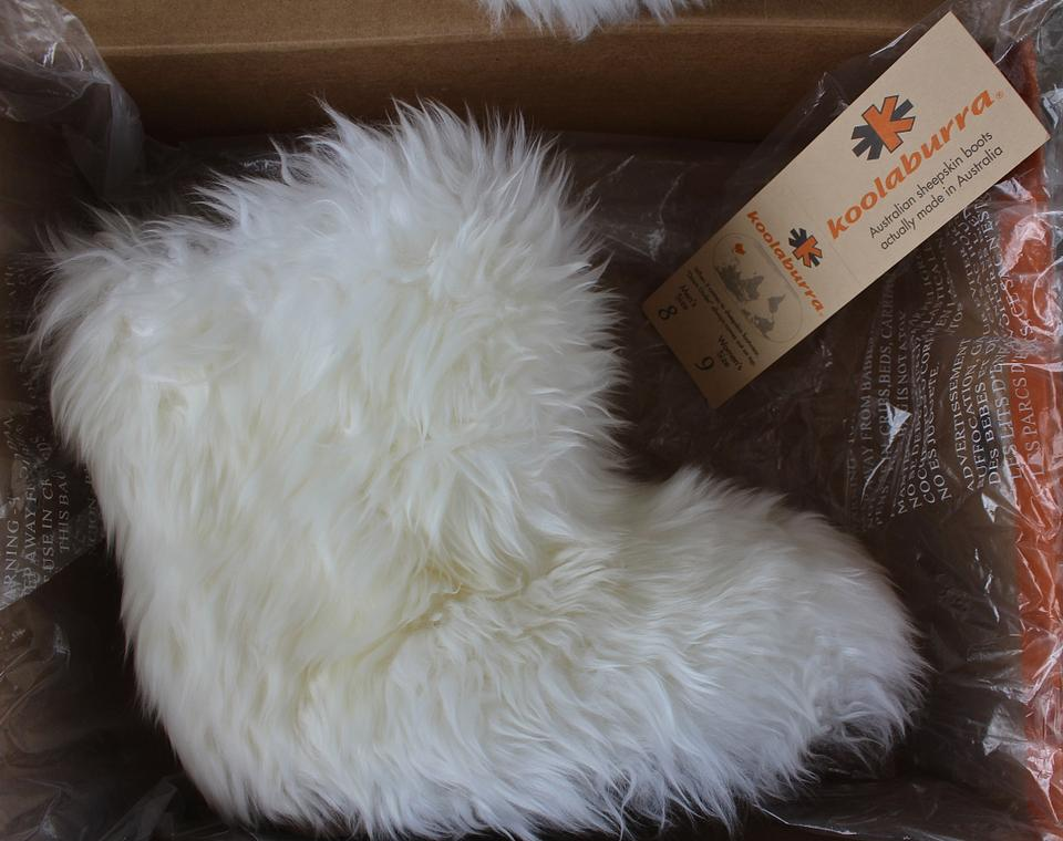 93c77e99846 Koolaburra White Australian Sheepskin Boots/Booties Size US 9 Regular (M, B)