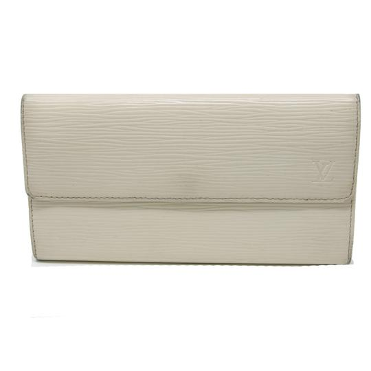 Preload https://img-static.tradesy.com/item/22905231/louis-vuitton-white-signature-lv-sarah-large-green-clutch-epi-leather-vertical-wallet-0-1-540-540.jpg