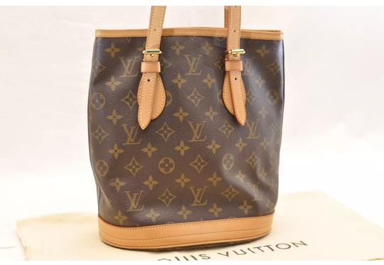 Preload https://item1.tradesy.com/images/louis-vuitton-bucket-pm-monogram-canvas-shoulder-bag-22905550-0-4.jpg?width=440&height=440