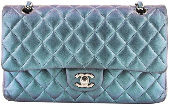 Preload https://img-static.tradesy.com/item/22905614/chanel-classic-iridescent-double-flap-limited-edition-green-leather-shoulder-bag-0-1-540-540.jpg