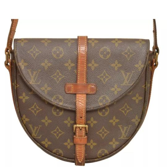 Preload https://img-static.tradesy.com/item/22905685/louis-vuitton-chantilly-shanti-gm-cross-body-bag-0-17-540-540.jpg