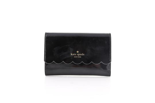 Preload https://img-static.tradesy.com/item/22905927/kate-spade-black-kiernan-lily-avenue-patent-wallet-0-0-540-540.jpg