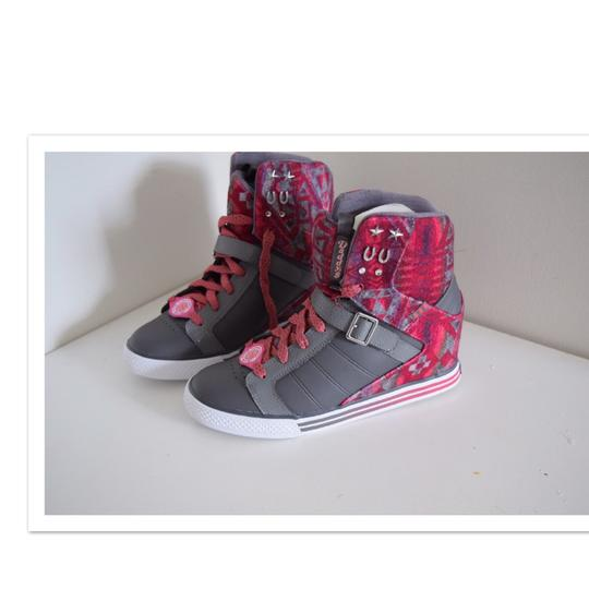 Preload https://img-static.tradesy.com/item/22906361/skechers-gray-and-pink-daddy-s-money-sneakers-wedges-size-us-75-regular-m-b-0-0-540-540.jpg