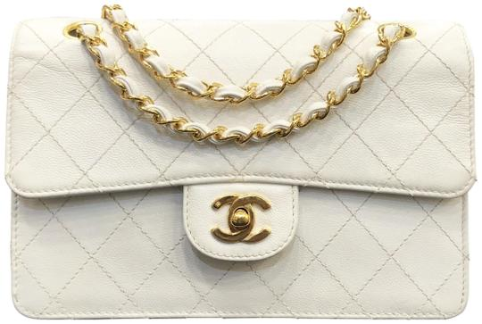 Preload https://img-static.tradesy.com/item/22906379/chanel-classic-flap-vintage-square-caviar-quilted-gold-hardware-white-leather-shoulder-bag-0-2-540-540.jpg