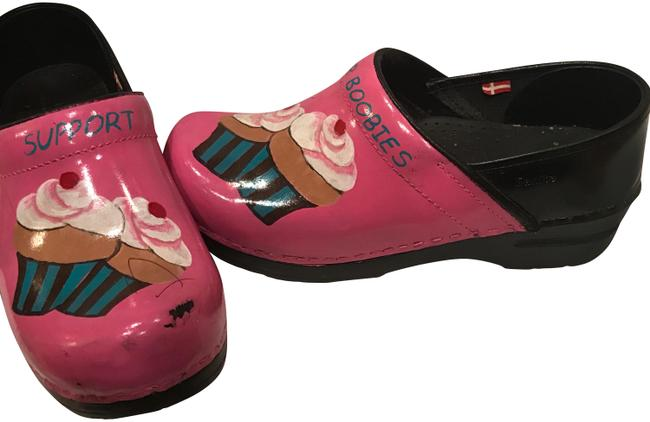 Item - Black/Pink Breast Cancer Cupcakes 7.5/38 Hand Painted Mules/Slides Size US 7.5 Regular (M, B)