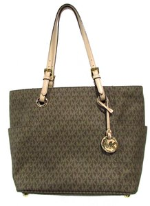Michael Kors Signature Classic Large Casual Tote in Mocha