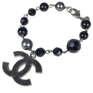 Chanel Bracelet CC Logo Black Gray Pearl Bead Charm Gunmetal Silver Tone Metal Authentic 09V Classic Timeless