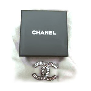 Chanel NIB Chanel 2017 Collection Silver Metal CC Crystal Pin Brooch