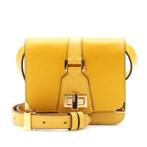 d7cf24125ca7 Fendi Clutches on Sale - Up to 70% off at Tradesy