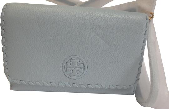 Preload https://img-static.tradesy.com/item/22913930/tory-burch-marion-flat-wallet-iceberg-leather-cross-body-bag-0-1-540-540.jpg
