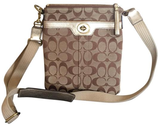 Preload https://img-static.tradesy.com/item/22914011/coach-tan-cross-body-bag-0-1-540-540.jpg