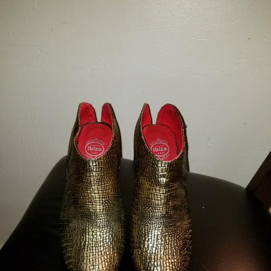 Preload https://img-static.tradesy.com/item/22914274/jeffrey-campbell-gold-lizard-pumps-size-us-11-regular-m-b-0-1-540-540.jpg