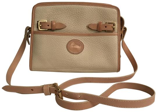 Preload https://img-static.tradesy.com/item/22914369/dooney-and-bourke-rare-color-vintage-beige-tan-all-weather-leather-cross-body-bag-0-1-540-540.jpg