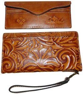 Patricia Nash Designs Valentia Tooled Leather Wallet Wristlet in Gold