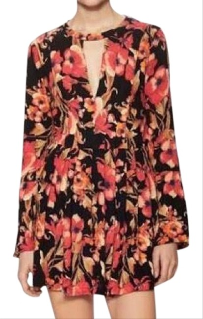 Preload https://item1.tradesy.com/images/free-people-floral-skater-with-triangle-cutout-short-casual-dress-size-0-xs-22914550-0-1.jpg?width=400&height=650
