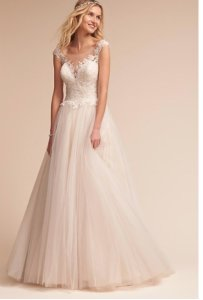 Ivory Lace Carly Gown Feminine Wedding Dress Size 4 (S)