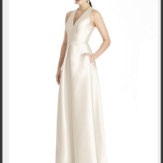 Alfred Sung Ivory D611 Traditional Wedding Dress Size 6 (S) Image 6