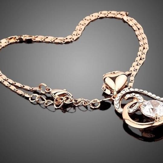 Queenesthershop Women's Rose Valentines Day Necklace Image 1