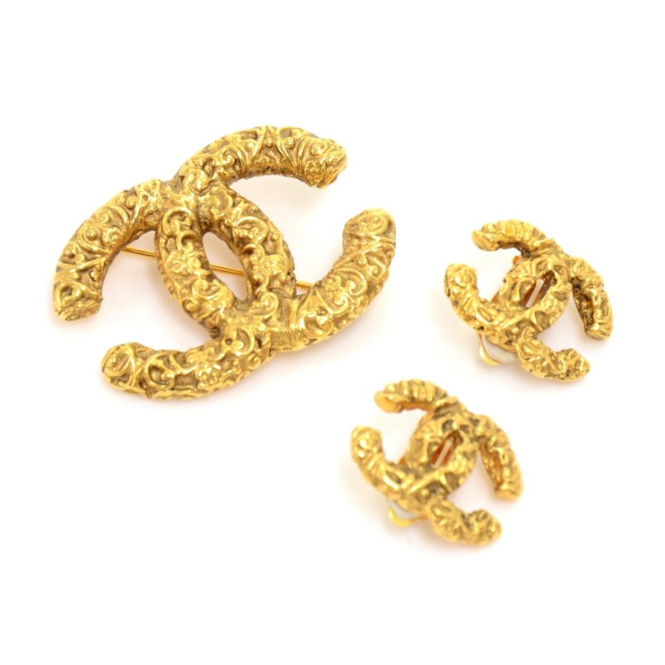 Chanel Vintage Gold Tone Brooch And Matching Earrings Set