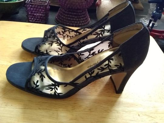 Fanfares Black Pumps Image 3