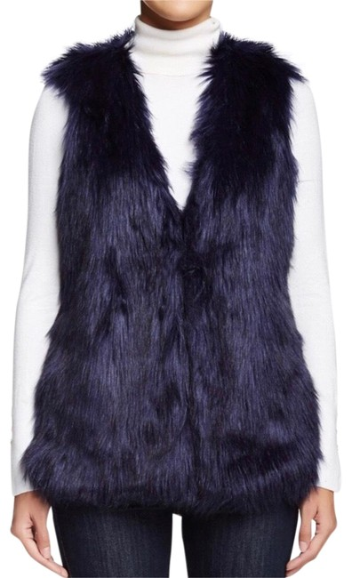 Preload https://img-static.tradesy.com/item/22920214/romeo-and-juliet-couture-navy-faux-fur-vest-size-4-s-0-1-650-650.jpg