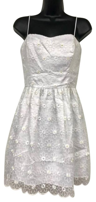 Preload https://img-static.tradesy.com/item/22920512/lilly-pulitzer-white-floral-embroidered-sleeveless-short-casual-dress-size-2-xs-0-2-650-650.jpg