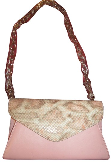 Preload https://img-static.tradesy.com/item/22921956/lizard-embossed-purse-pink-leather-clutch-0-4-540-540.jpg